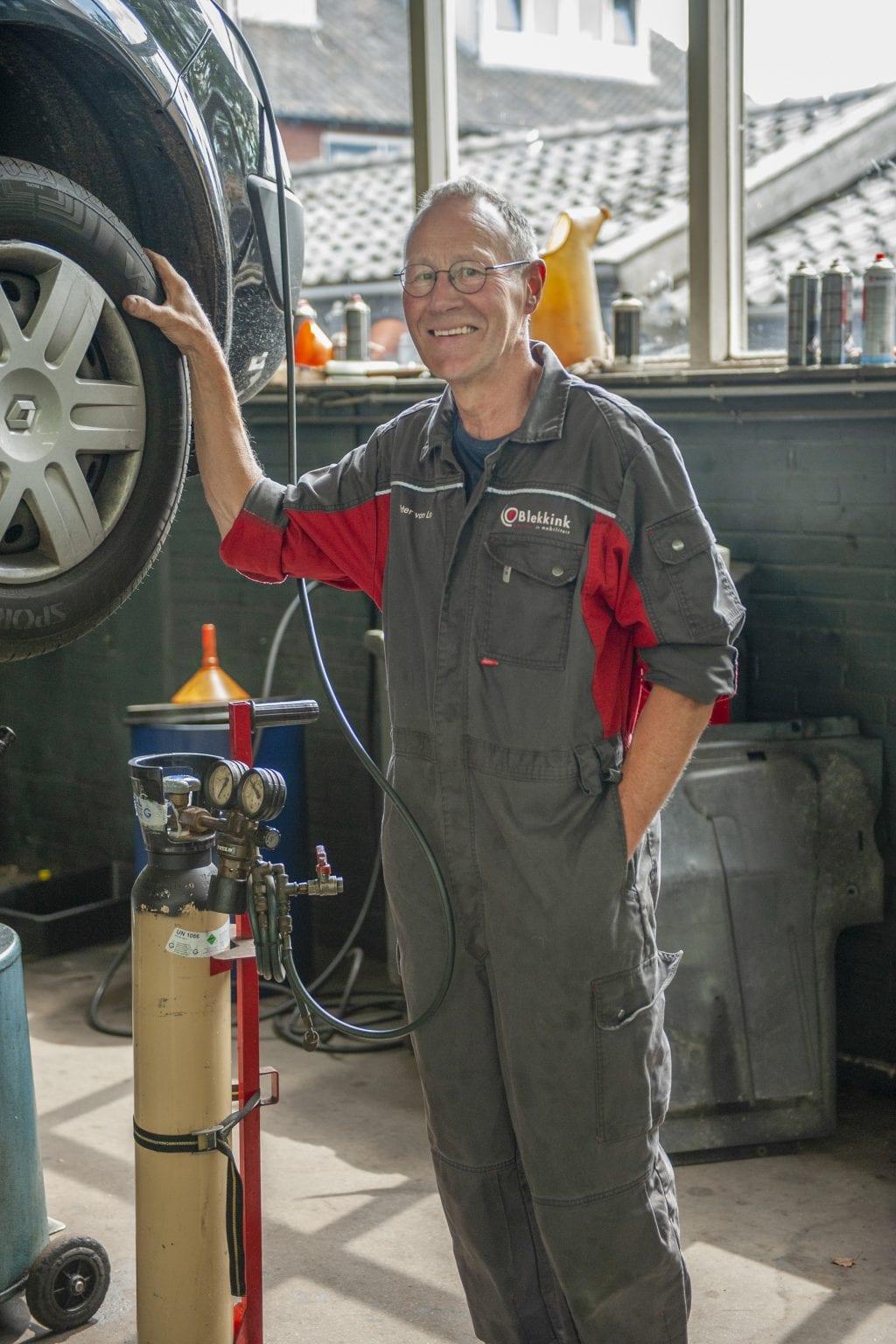 Henk, Eerste Auto Technicus, APK keurmeester